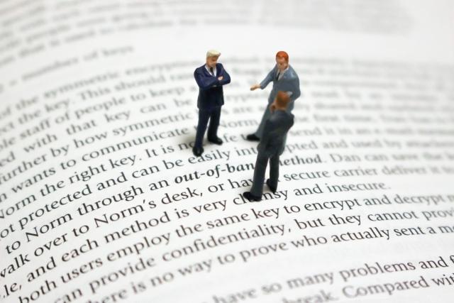 クラウドソーシングで翻訳を依頼すると他の方法とはどう違うの?